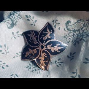 Jewelry - Vintage hand engraved pin